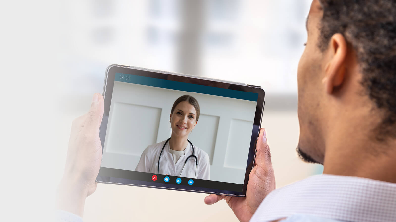 Image of a patient and doctor having an online consultation on a tablet.